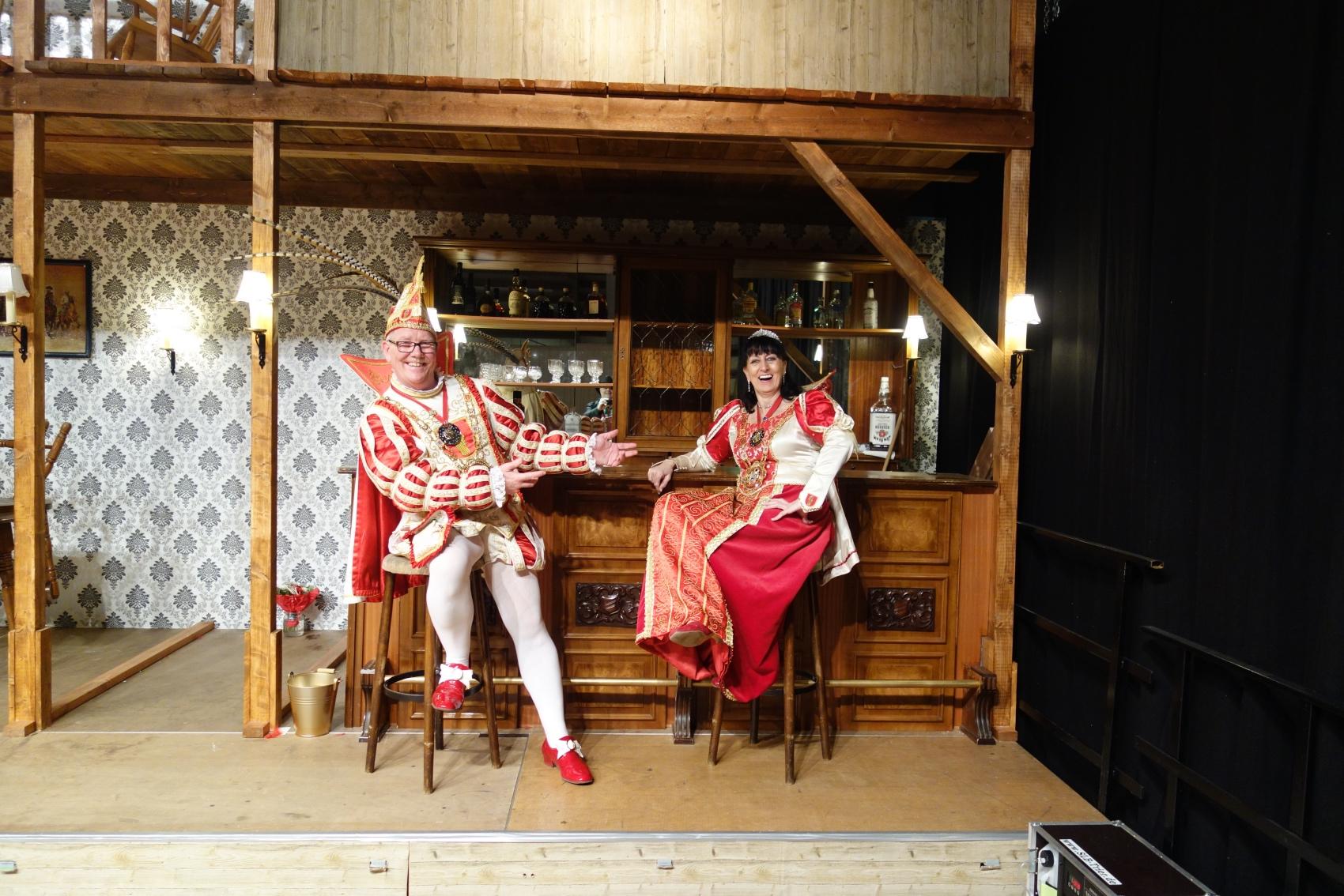 2019-02-24 052RH TR-Irsch Ordensfest Prinzenpaar auf Galerie.jpg