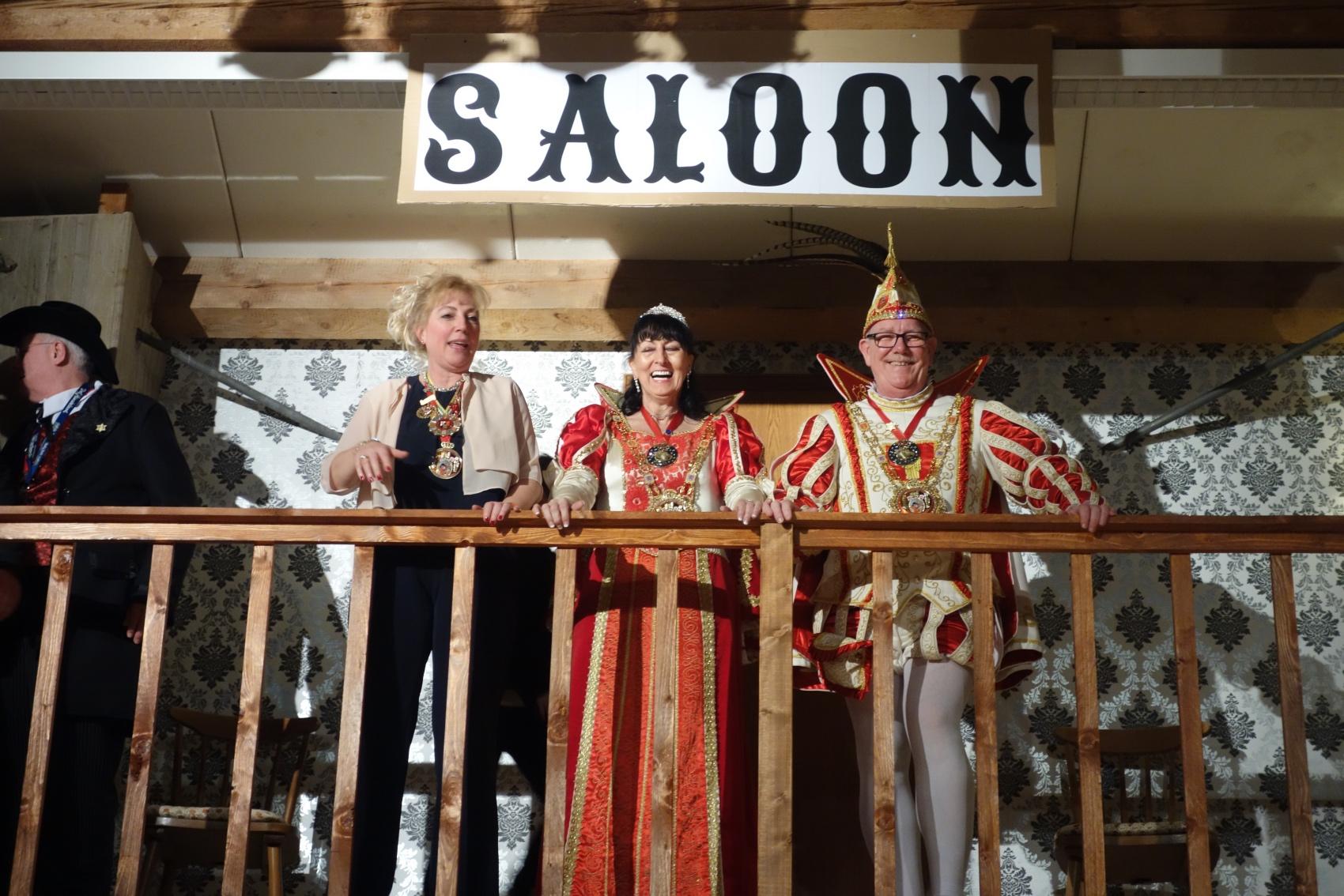 2019-02-24 038RH TR-Irsch Ordensfest Prinzenpaar auf Galerie.jpg