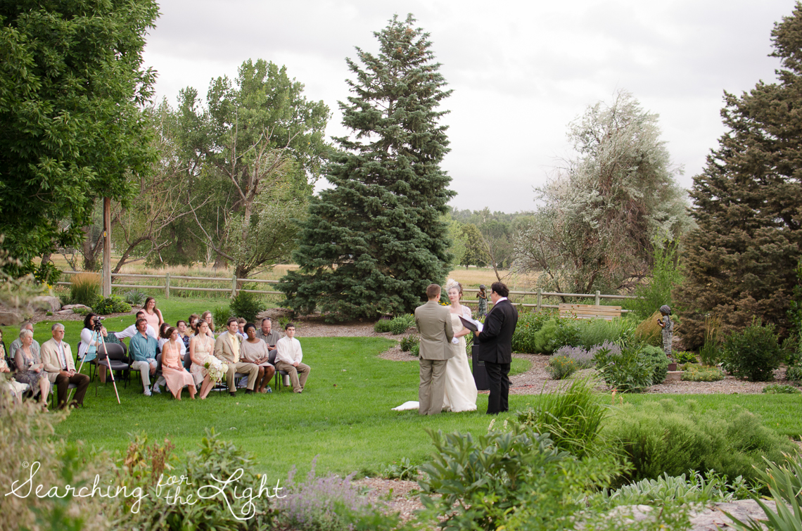Lakewood stone house wedding photos by Denver wedding photographer searchingforthelight.com
