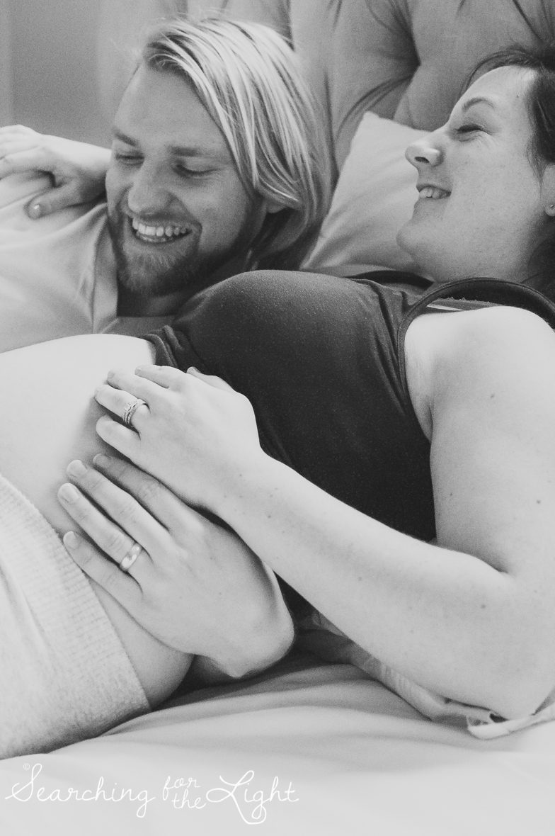Bedroom maternity pictures by Denver maternity photographer