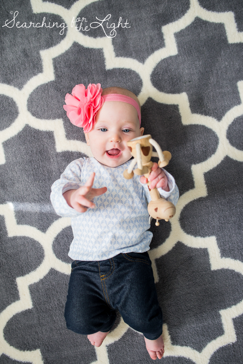 Colorado baby photographer photos of a five month old baby with bright blue eyes, cute baby photos, baby giraffe toy