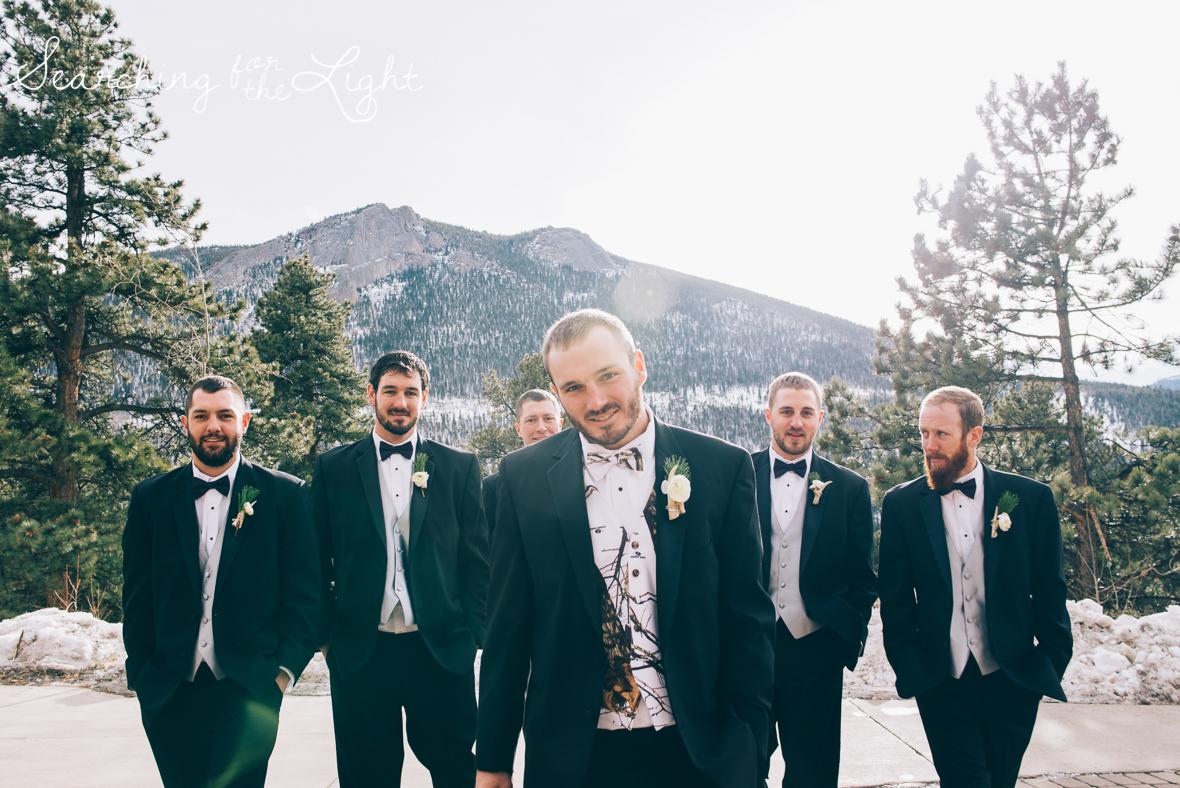 colorado wedding photographer, winter estes park wedding, winter wedding, fun groosmen photos