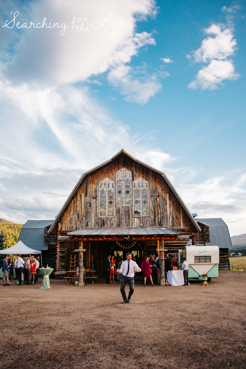 088evergreen_barn_wedding_photos_mountain_wedding_photographer_courtney&kirby_3926088.jpg
