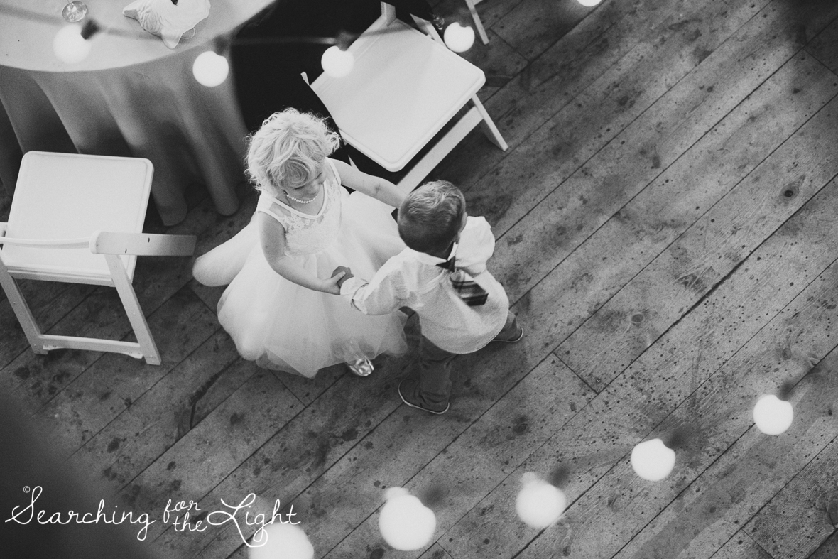 100evergreen_barn_wedding_photos_mountain_wedding_photographer_courtney&kirby_3844_bw100.jpg