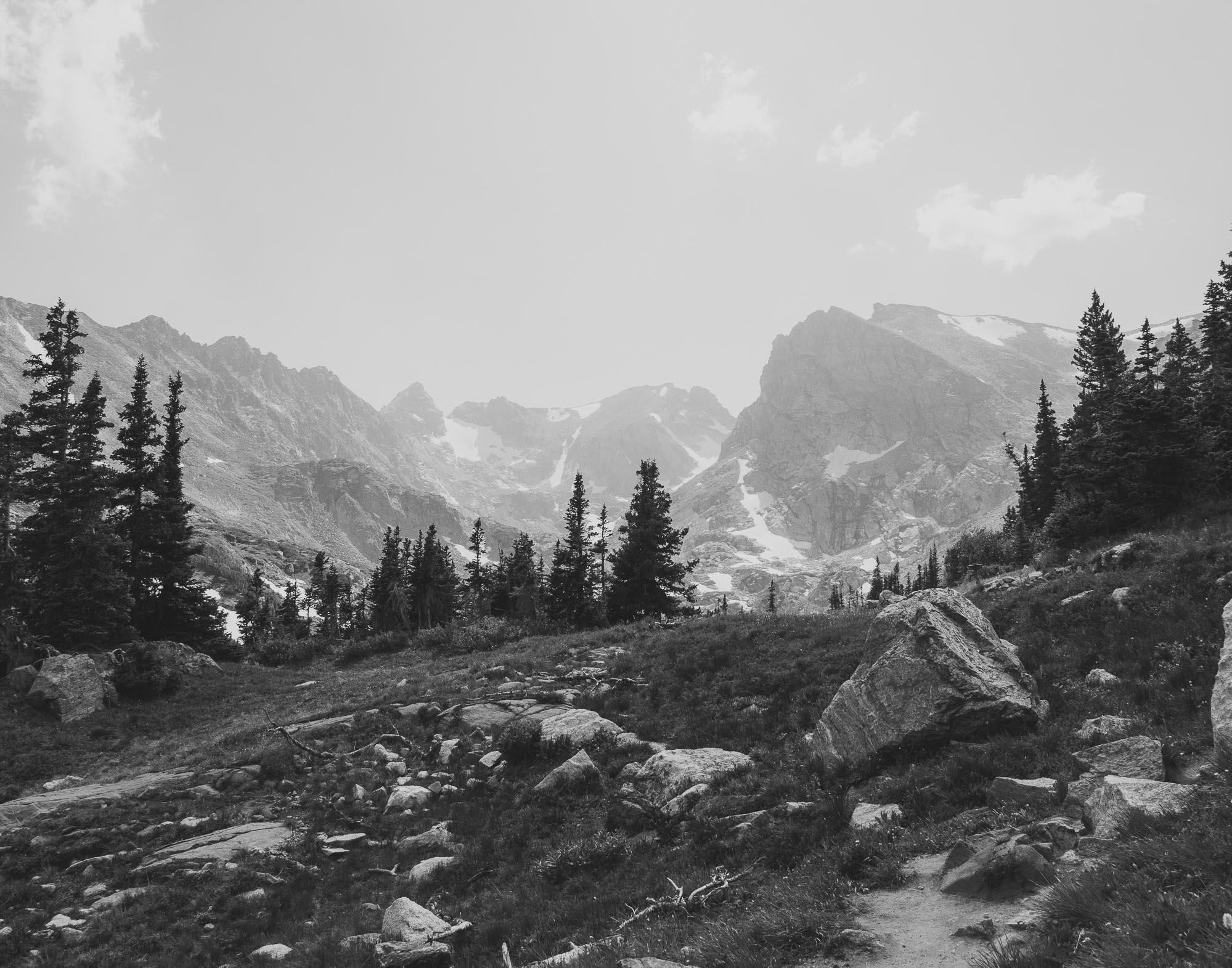 26elopement-photographer-colorado-lake_isabelle_colorado_glacier_095bw.jpg