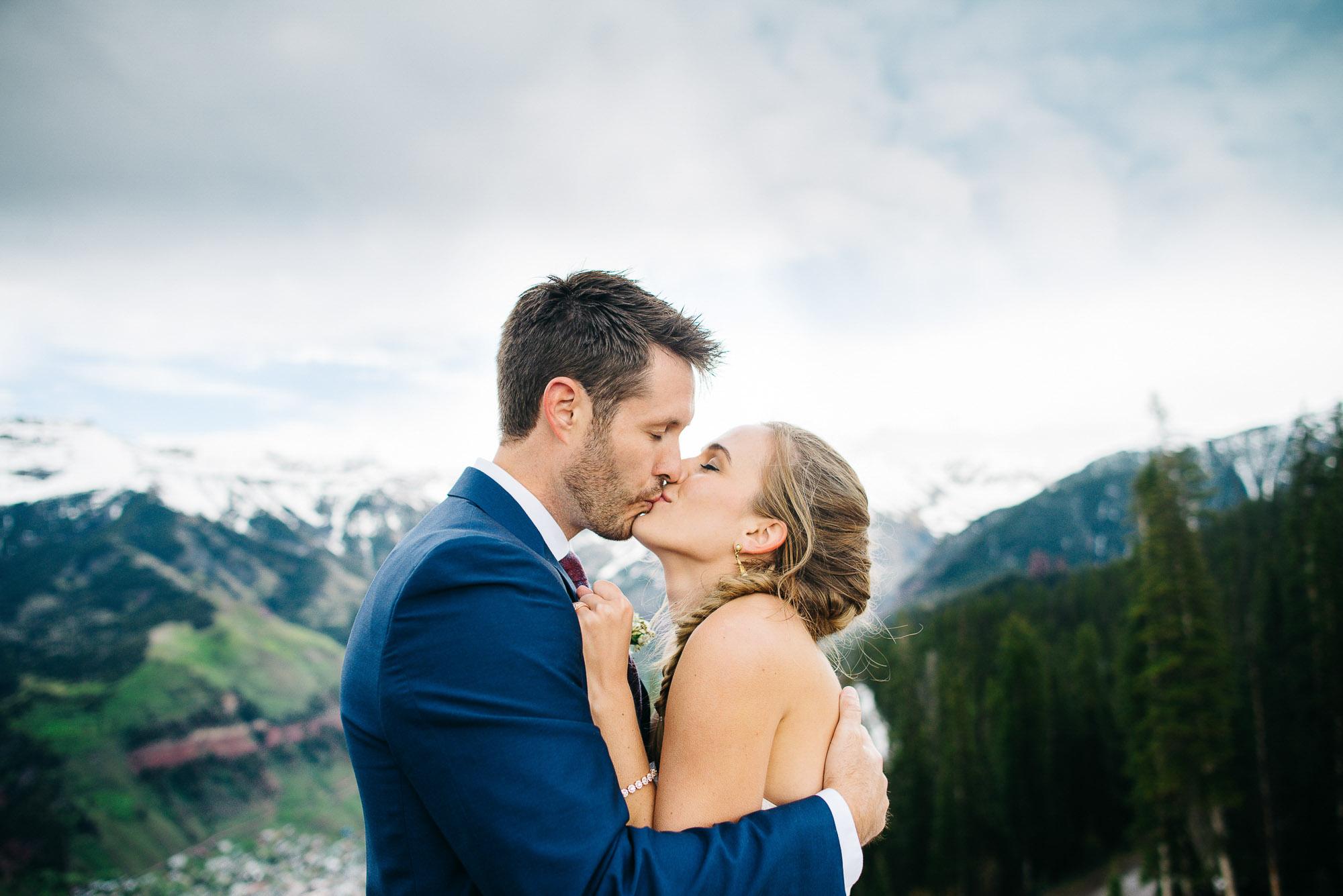107elopement-photographer-colorado-colorado-mountain-wedding-photographer-romantic-wedding-pictures_047.jpg