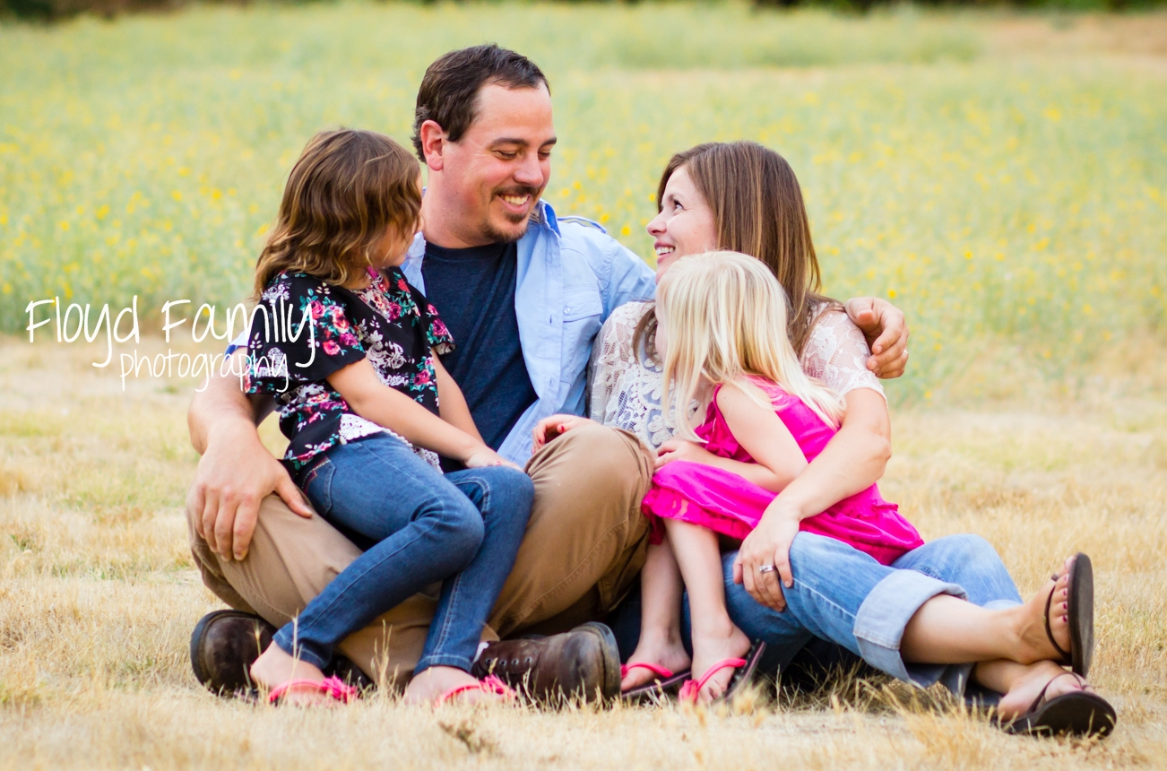 family laughing in a field | Placerville-Family-Photographer