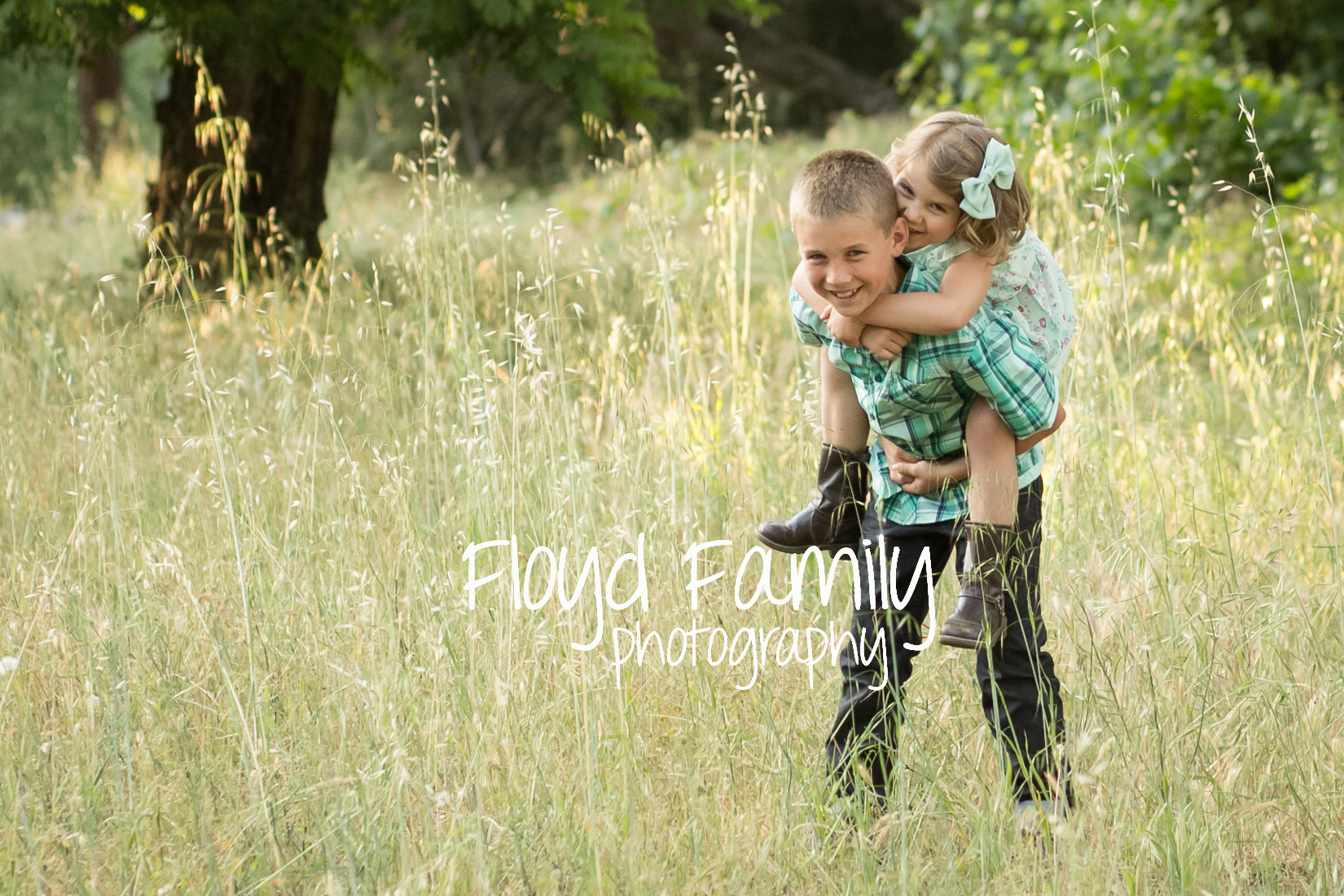 siblings smiling in a field | Placerville-Children-Photographer