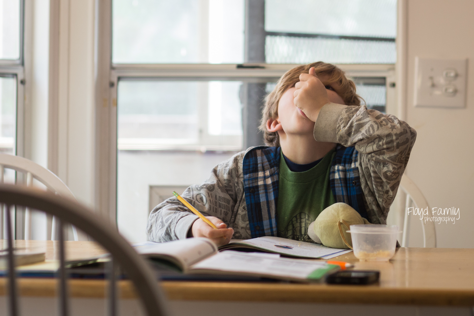 boy eating snack while homeschooling at kitchen table | Placerville-Children-Photographer