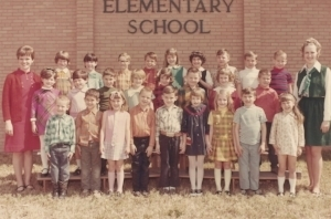 Miss Riley's second grade class. That's me, right in the middle. Where else would I be?