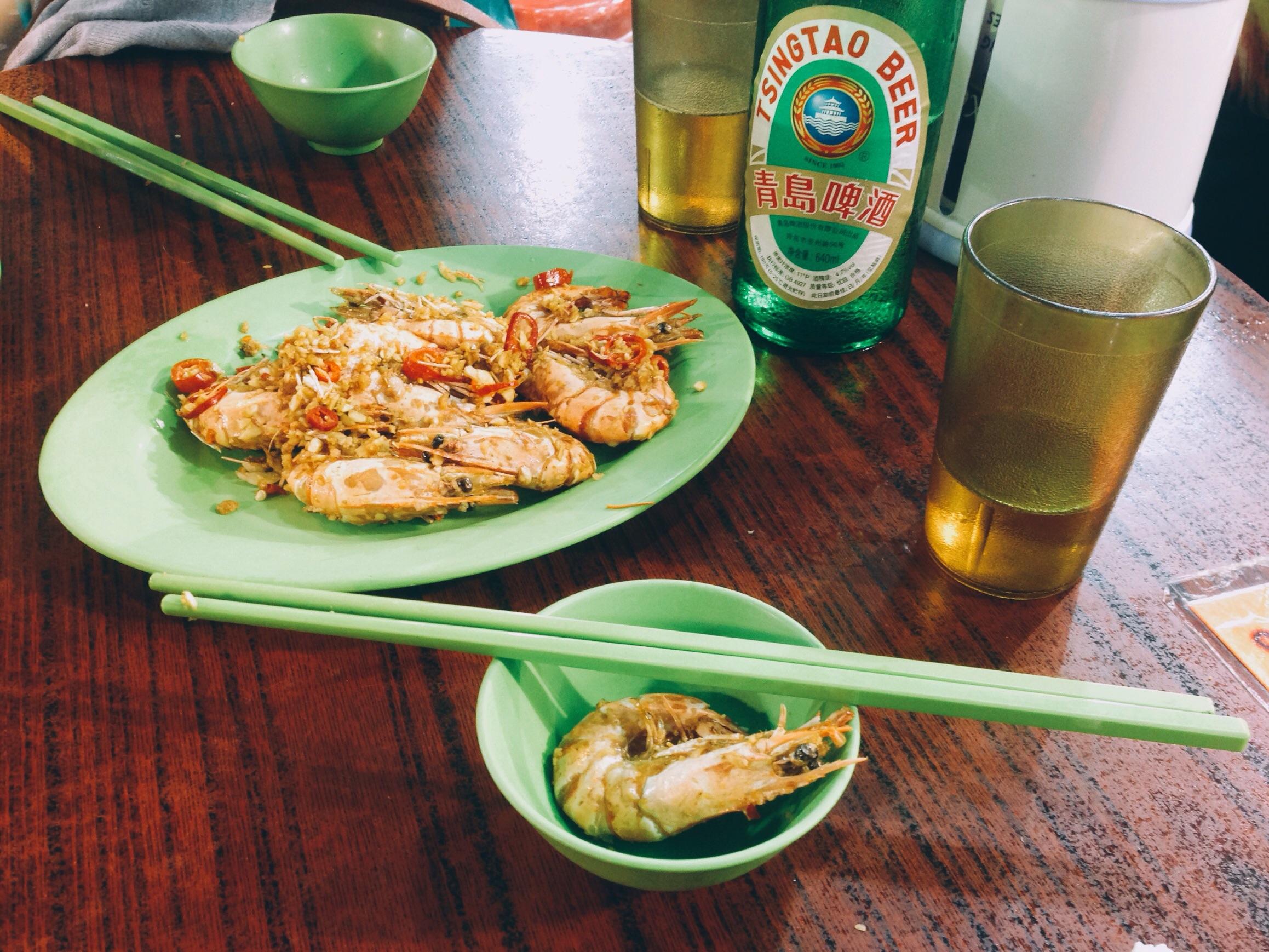 Chilli garlic prawns and Tsing Tao at a seafood restaurant near Temple Street Night Market