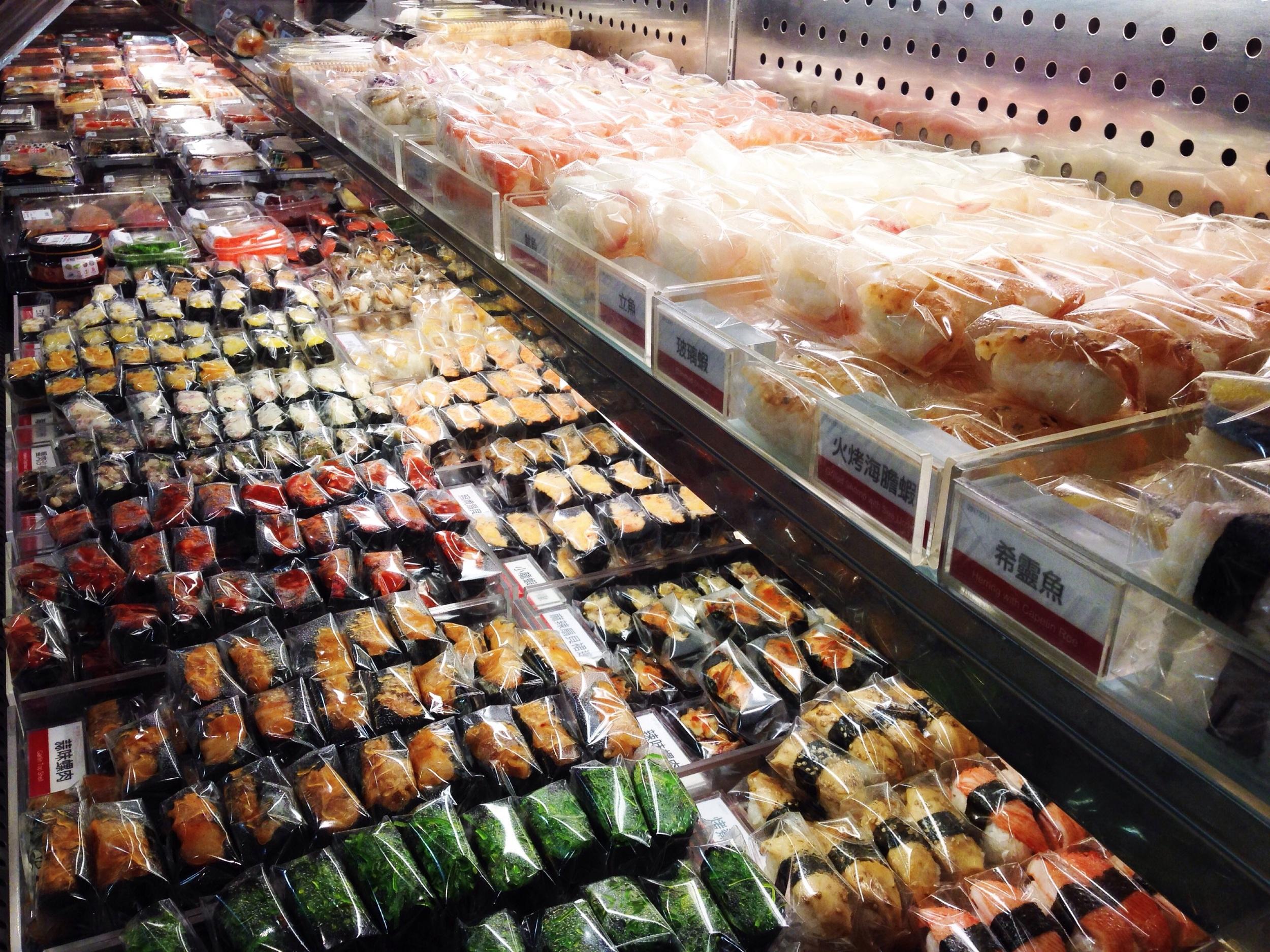Sushi pick'n'mix for 3 HK$ (=2,5 kr) pr piece. Love the concept