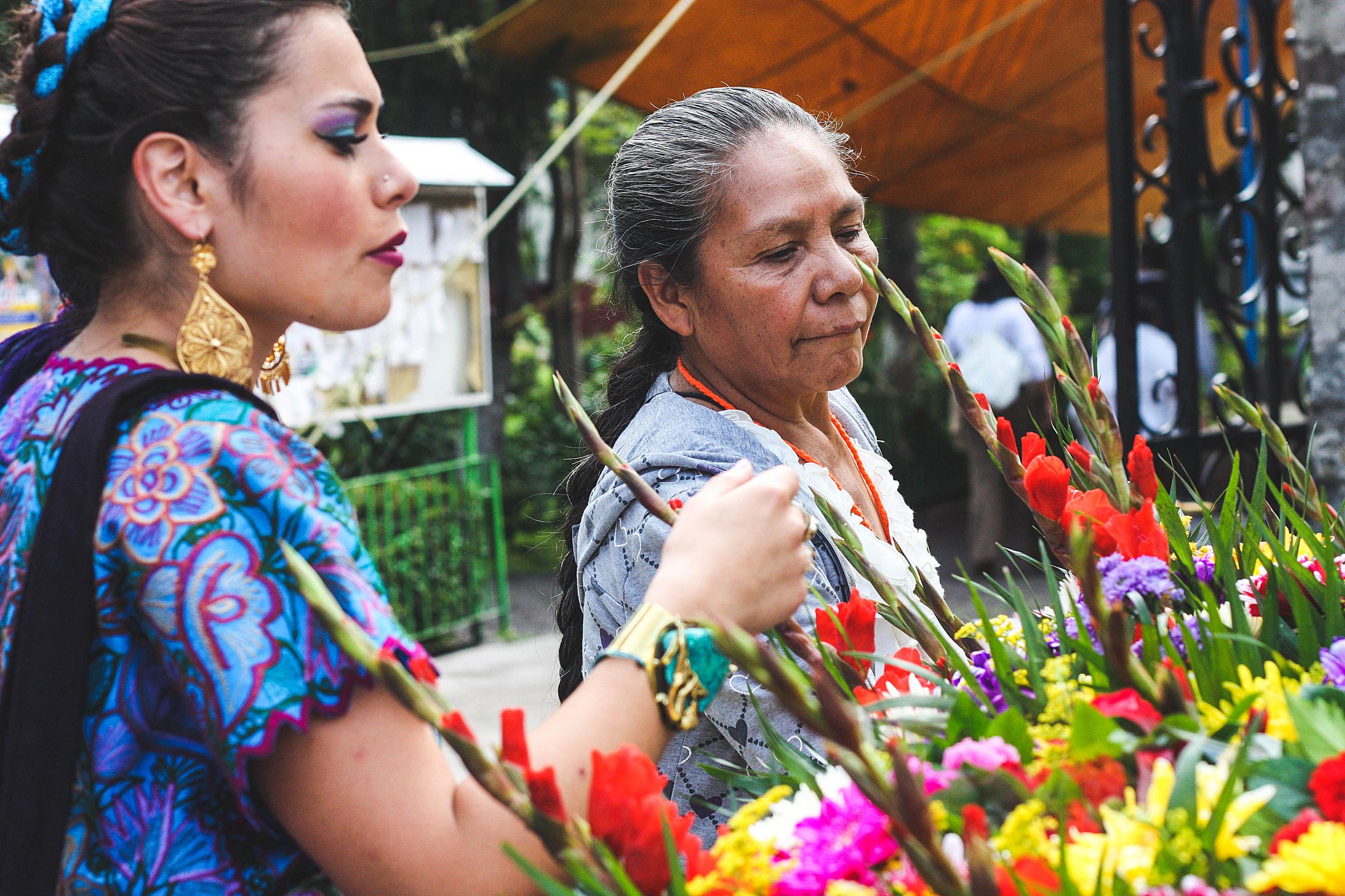 Last minute bloemen kopen op de markt. Mexicanen en organisatie, duidelijk geen match made in heaven... ;-)