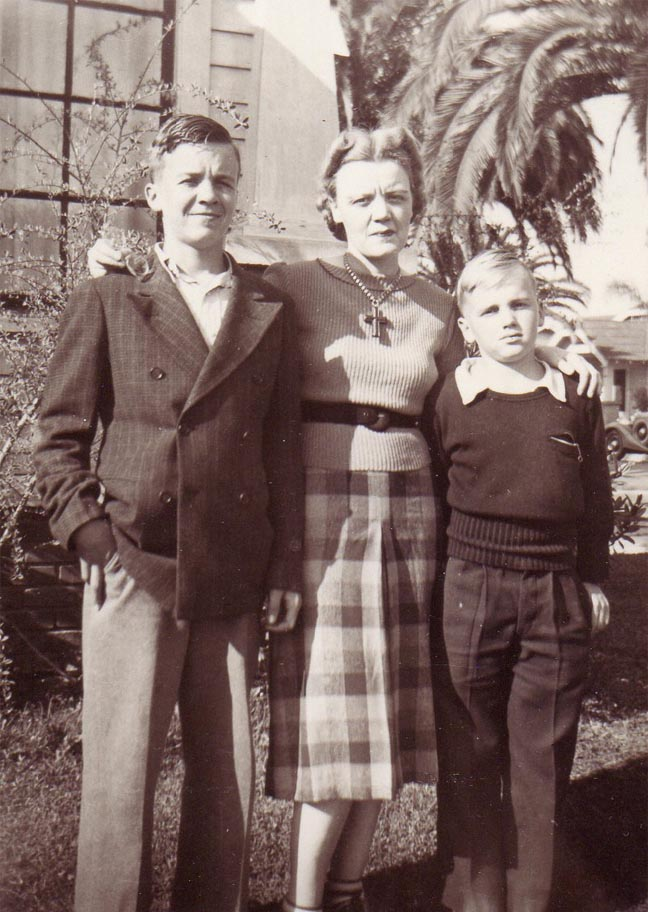 Peavy with two sons Bradley and Westley in Long Beach, CA