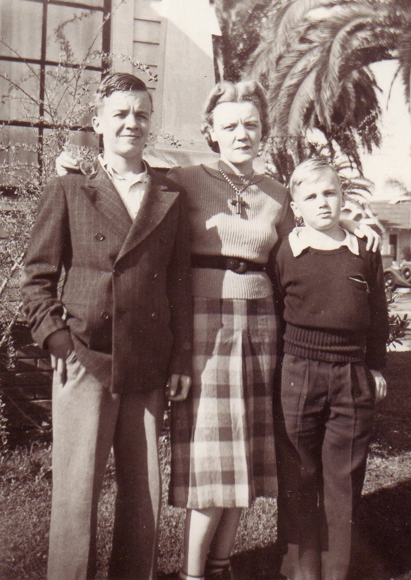 Peavy with her two sons, Bradley and Wesley. Long Beach, CA , circa 1935