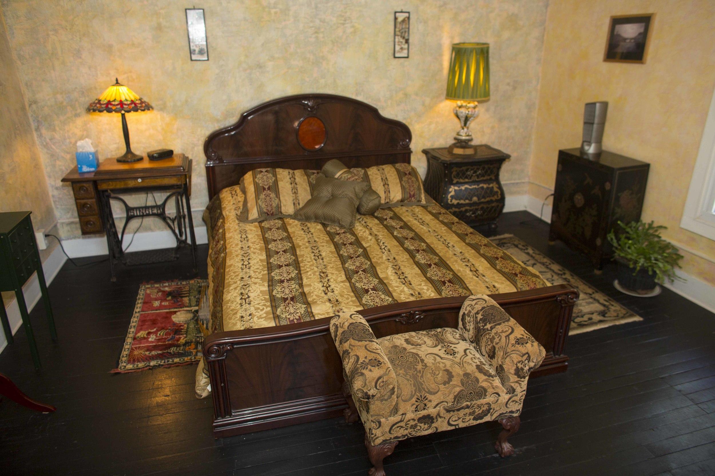The Honeymoon Suite - Queen Bed