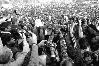 bhutto in crowd.jpg