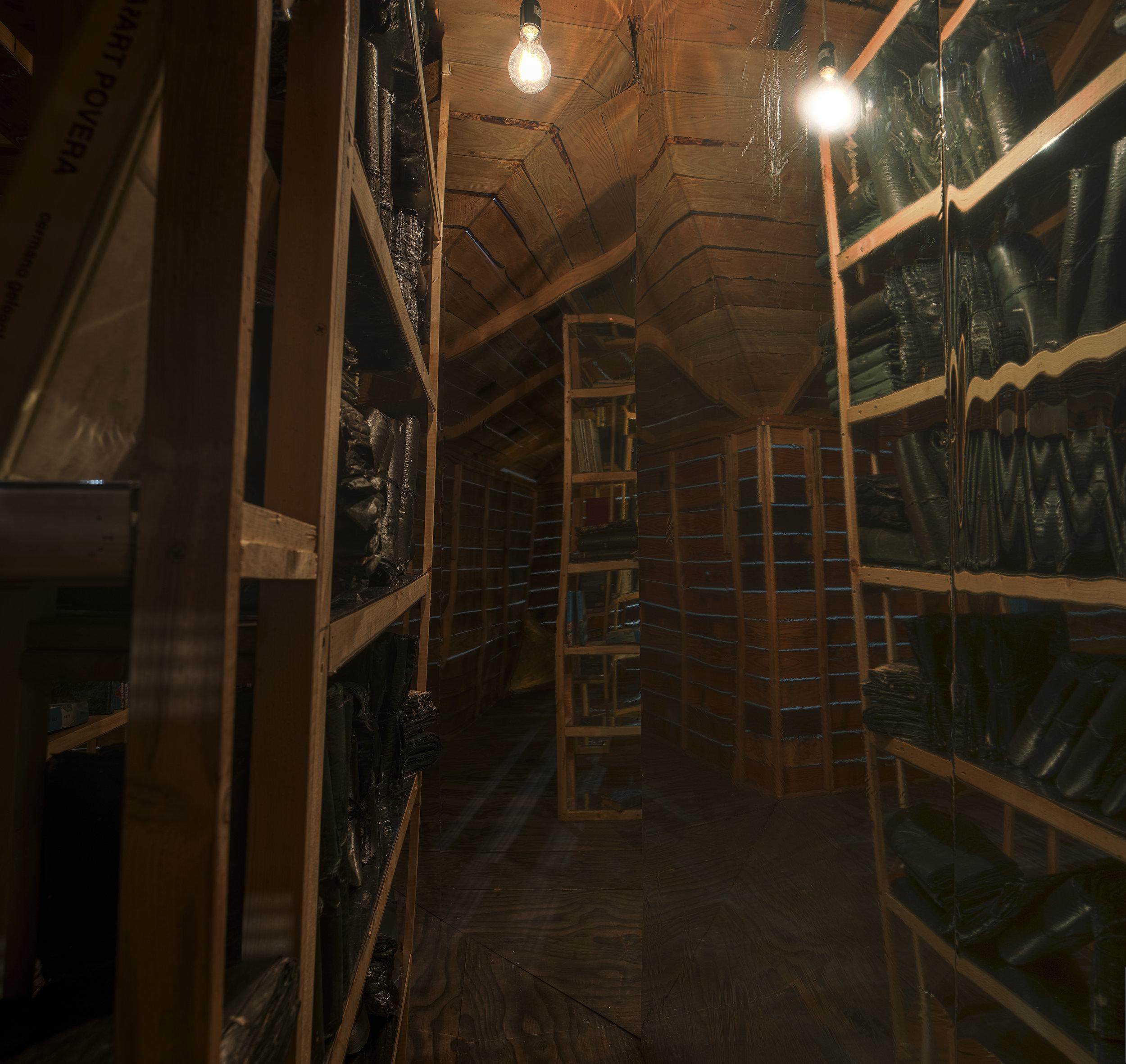 hut_interior.jpg