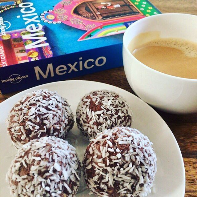 Little coffee break with our guilt-free, choco-coco protein balls. Mmmmmh, what a treat, seriously 😘😊. #healthyschnitzel #healthy #cleaneating #healthyfood #foodblogger_de #foodblogger #instagood #gym #fitness #gesund #gesundessen #lecker #fitfood