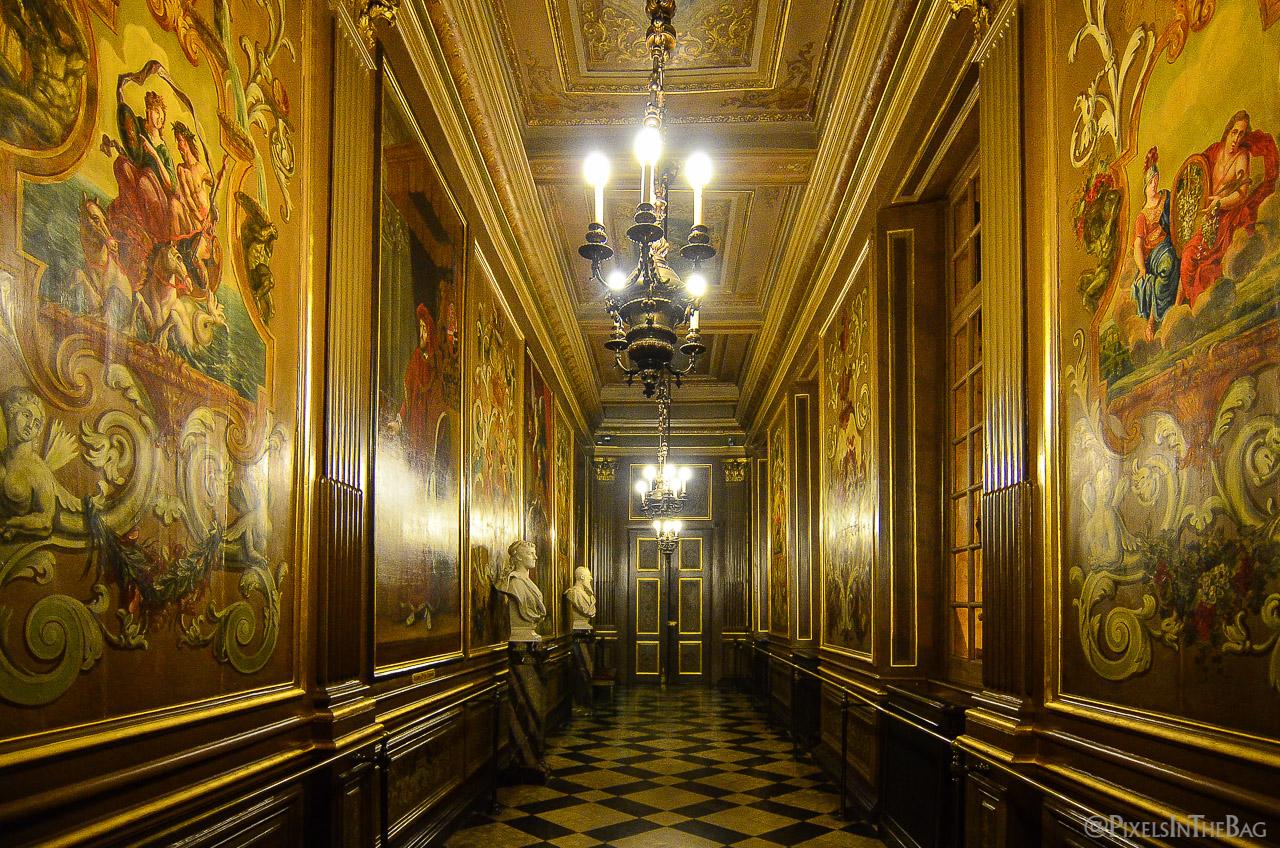 Couloir à l'intérieur de l'Hotel de Ville de Bruxelles à la Nocturne des Musées 2014 à Bruxelles.