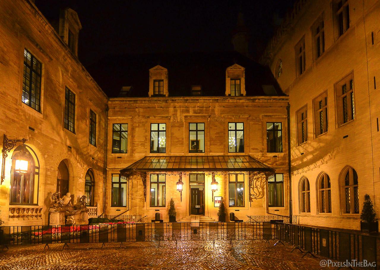 Cours intérieur à l'Hotel de Ville de Bruxelles pendant les Nocturnes des Musées.