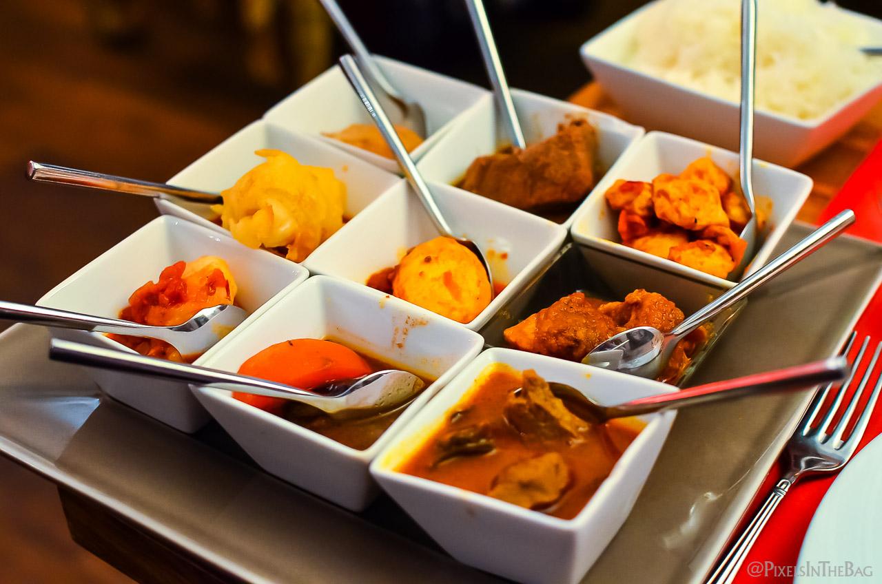 Plat principal chez Garuda - grande variété de viandes.
