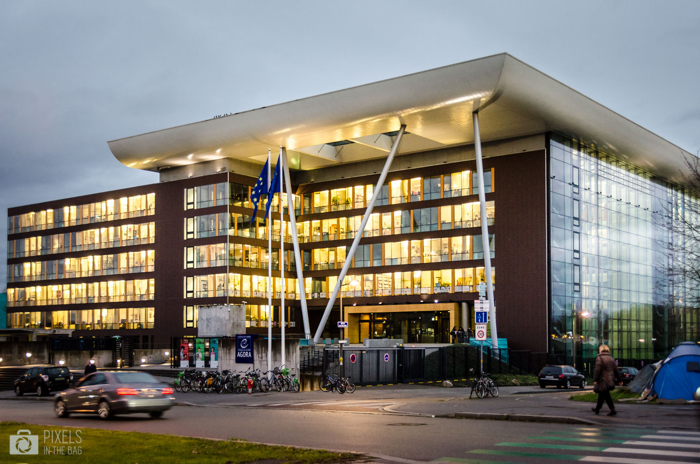 L'Agora (qui signifie en grec « lieu de réunion ouvert ») a été construite en 2008 et est le bâtiment le plus récent du Conseil de l'Europe.