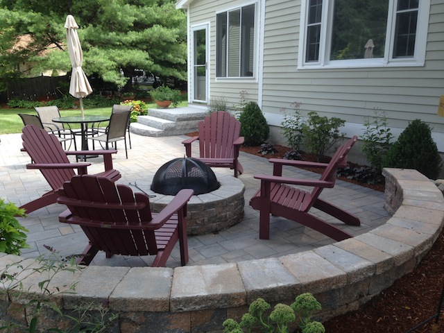 Firepit on Patio(640x480).jpg