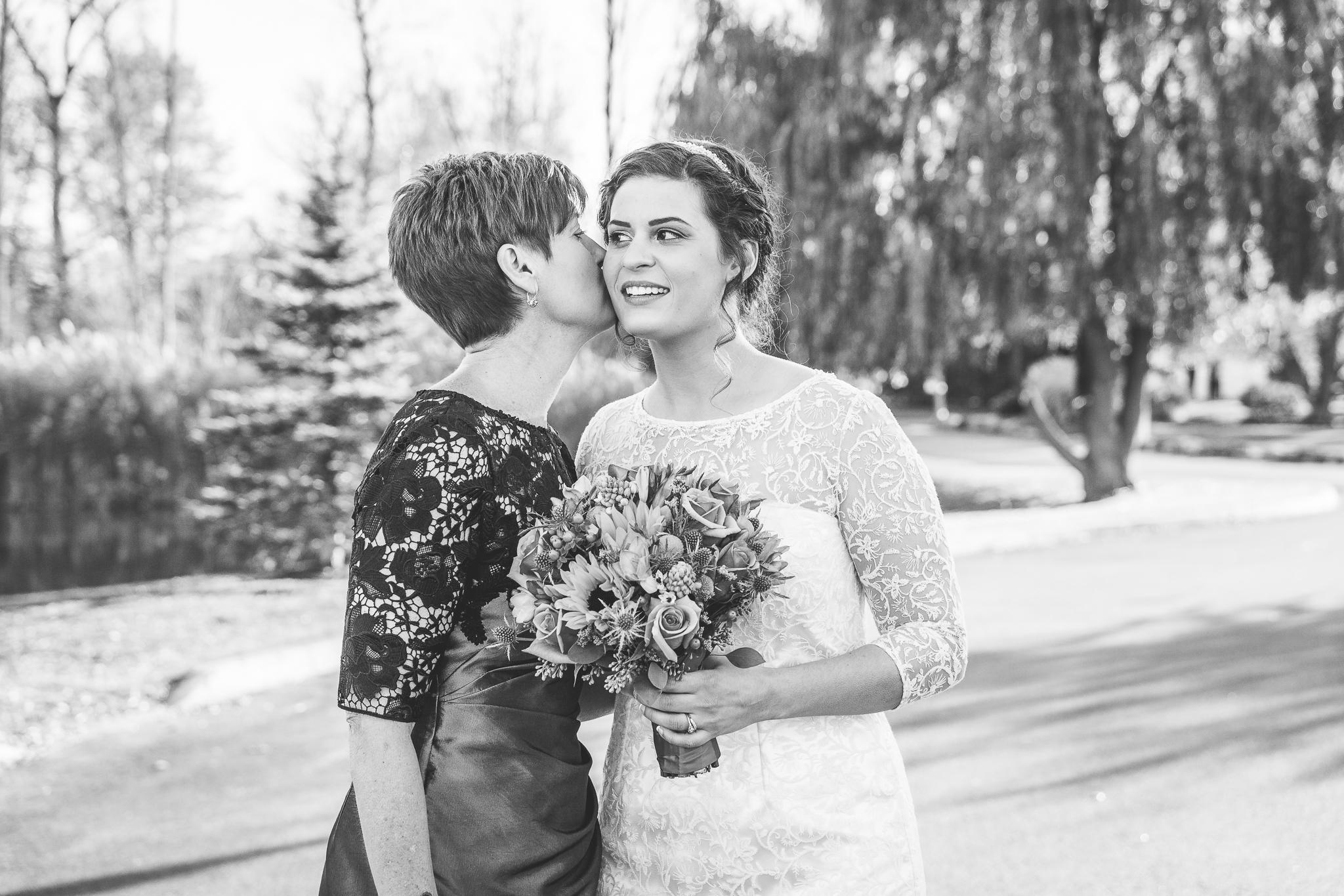 camuglia-whomstudio-chelsea_and_andy-nycphotographer-wedding-brooklyn-buffalo-timberlodge-036-0216.jpg