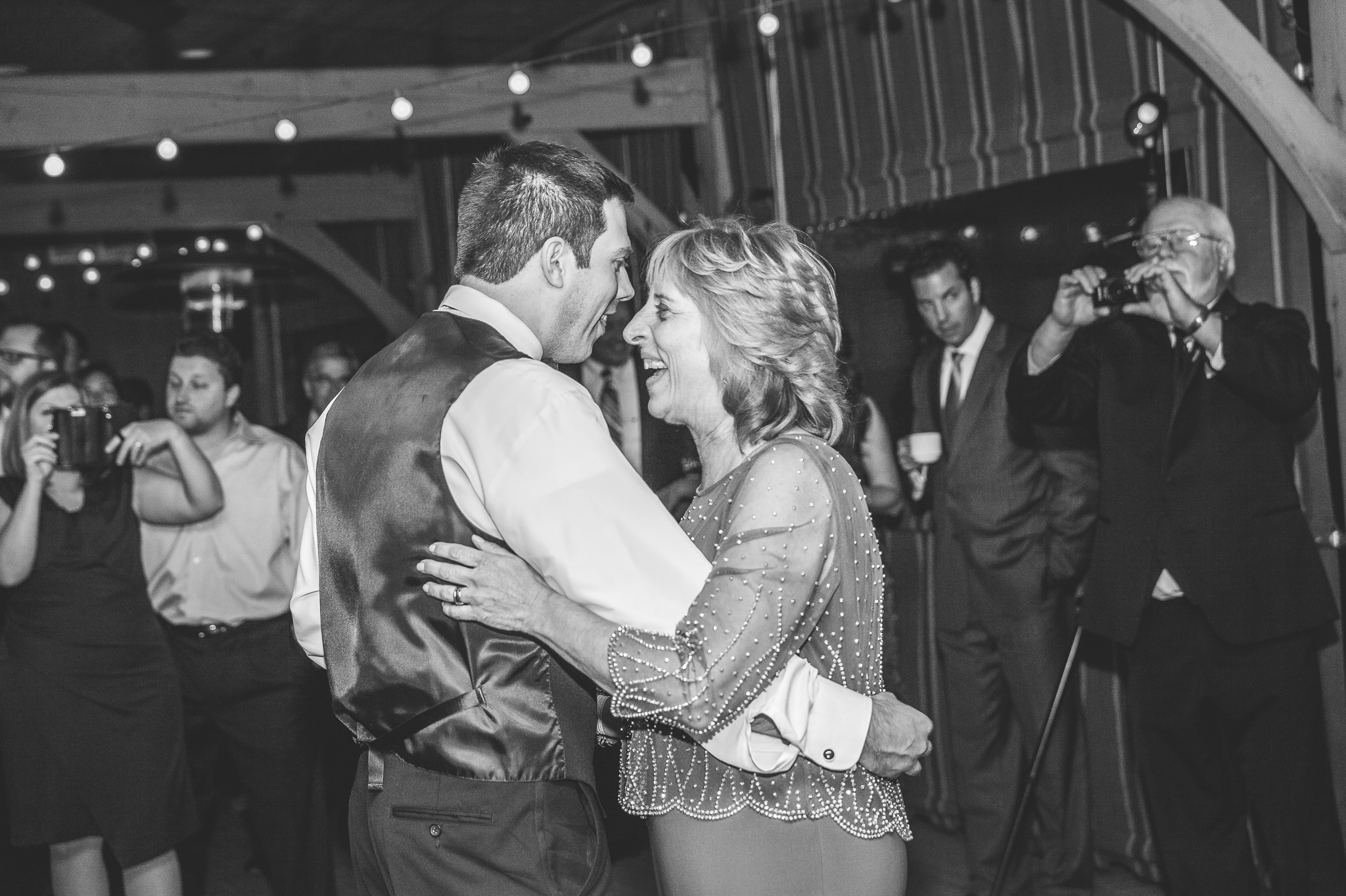 camuglia-whomstudio-chelsea_and_andy-nycphotographer-wedding-brooklyn-buffalo-timberlodge-128-0796.jpg