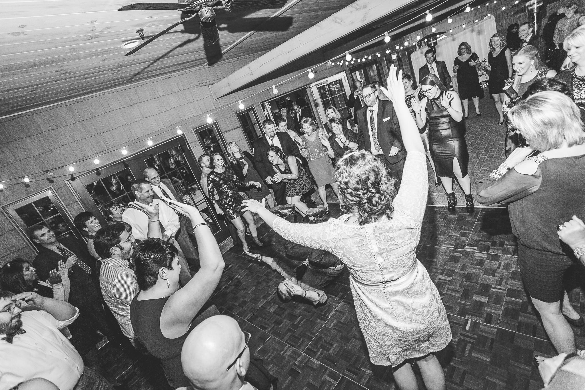 camuglia-whomstudio-chelsea_and_andy-nycphotographer-wedding-brooklyn-buffalo-timberlodge-163-5717.jpg