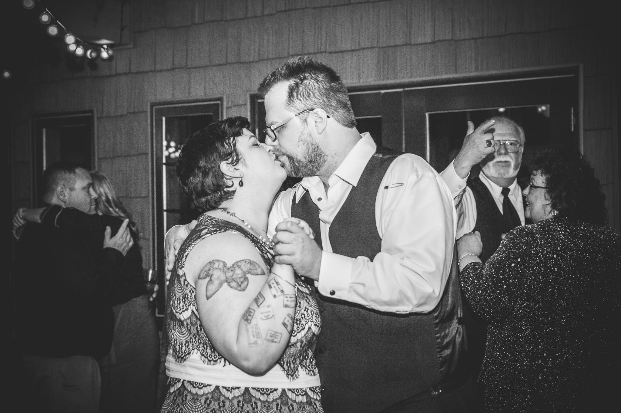 camuglia-whomstudio-chelsea_and_andy-nycphotographer-wedding-brooklyn-buffalo-timberlodge-179-1260.jpg