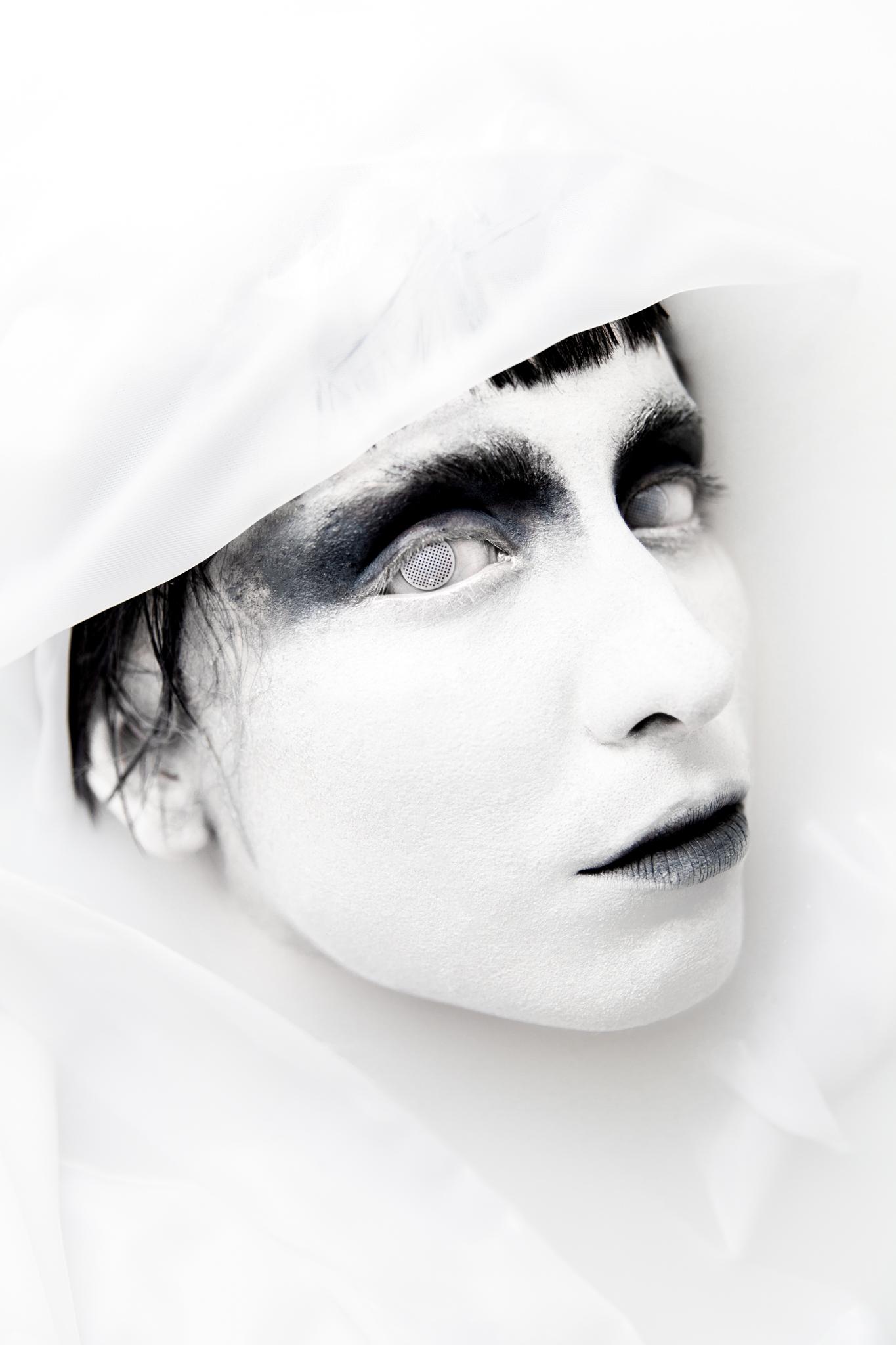 whomstudio_lisa-martin_milk-ghost_0021_2048.jpg