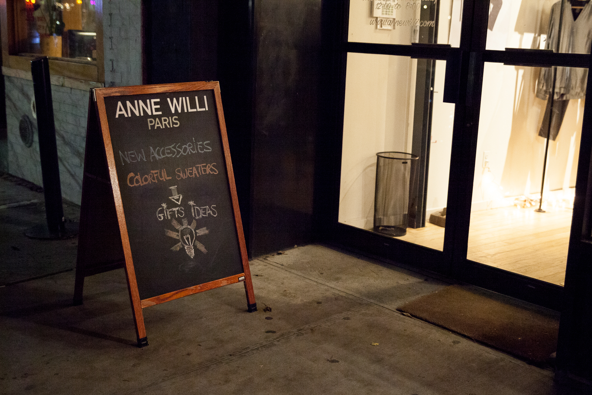 camuglia_anne-willi-holiday-party-nyc-2018_0025_2048.jpg