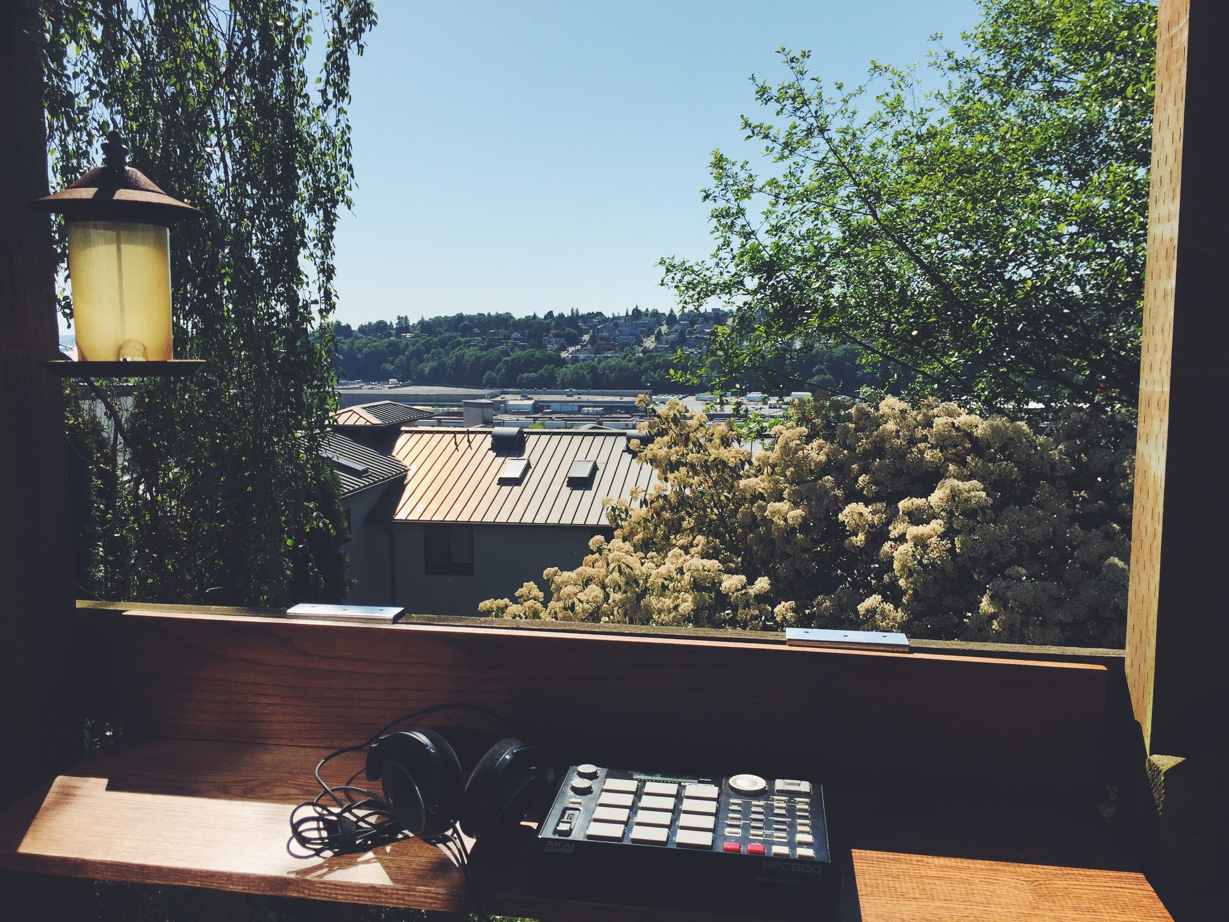 Making beats on my porch with the MPC