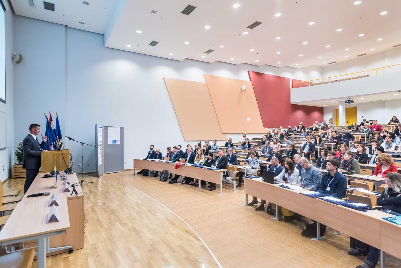 fotografiranje-poslovne-konferencije-Zagreb-fakultet-8250.jpg