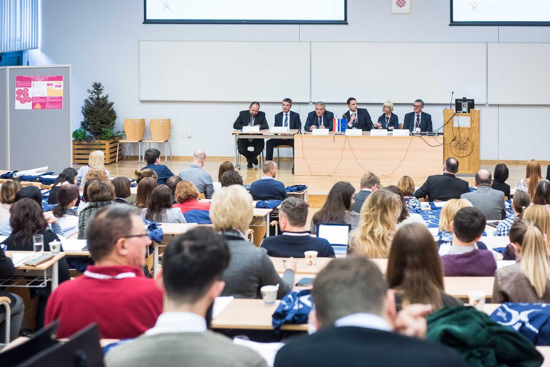 fotografiranje-poslovne-konferencije-Zagreb-fakultet-8369.jpg
