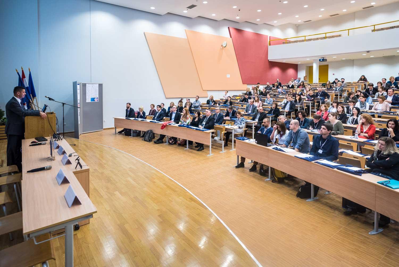 fotografiranje-poslovne-konferencije-Zagreb-fakultet-8259.jpg
