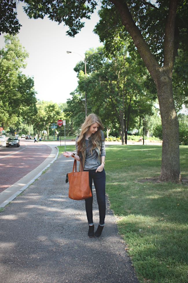 chelsea_lane_zipped_blog_minneapolis_fashion_blogger_parc_boutique_bb_dakota_grey_tee_costa_blanca_vest_gap_denim_leggings_sam_edelman_black_petty_madewell_transport_tote1.jpg