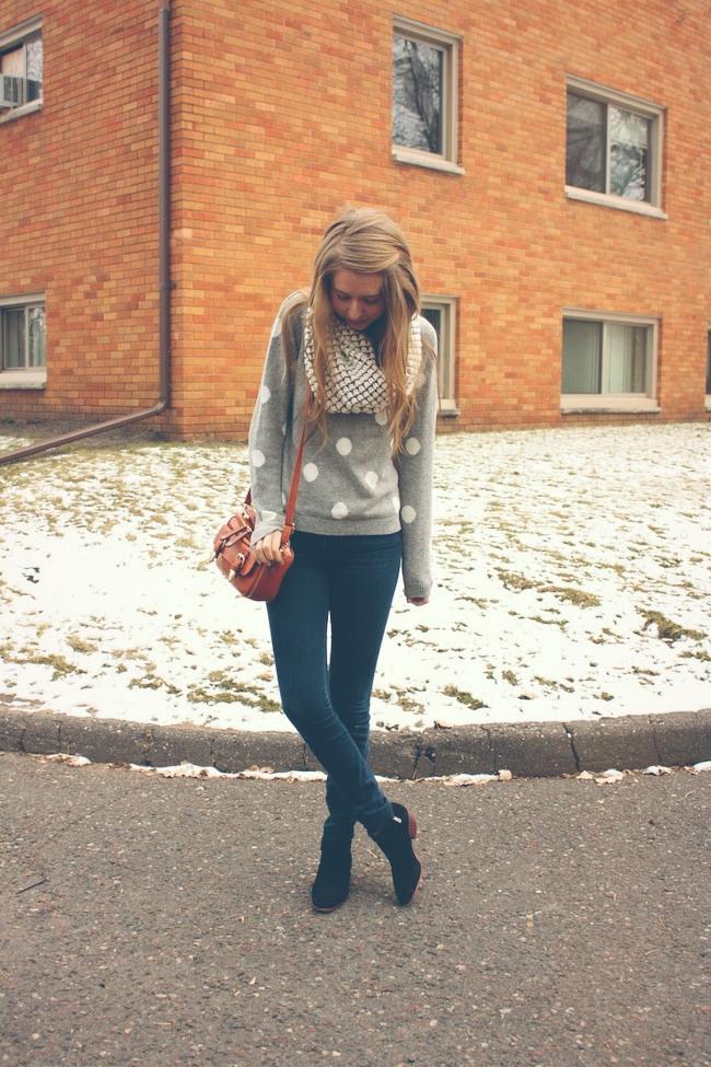 minneapolis_fashion_blogger_forever21_gap_loopscarf_madewell_highriser_samedelman_petty_ankle_boots_black_francesca's_crossbody1.jpg