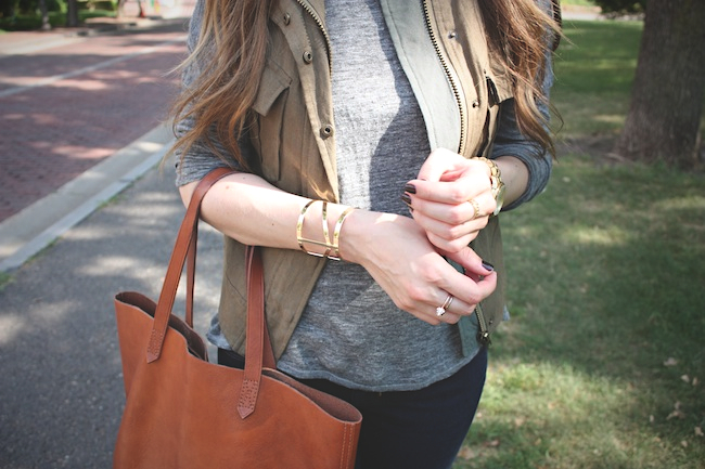 chelsea_lane_zipped_blog_minneapolis_fashion_blogger_parc_boutique_bb_dakota_grey_tee_costa_blanca_vest_gap_denim_leggings_sam_edelman_black_petty_madewell_transport_tote4.jpg