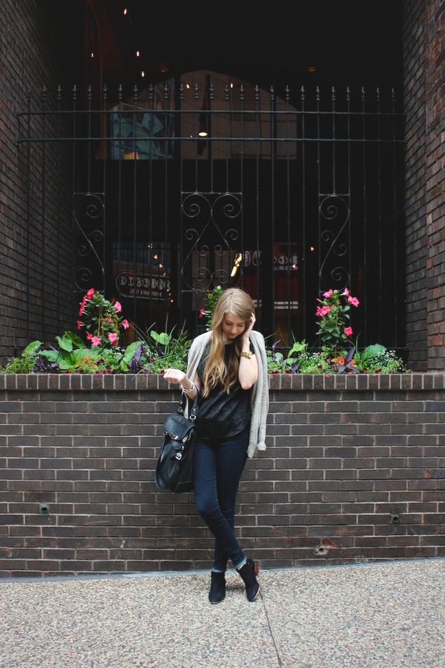 chelsea_lane_zipped_minneapolis_fashio_blog_blogger_vintage_forever_21_gap_denim_leggings_sam_edeman_petty_4.jpg