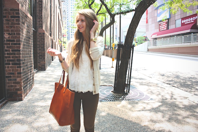chelsea_lane_zipped_blog_minneapolis_fashion_blogger_ann_taylor_madewell_henry_and_belle_super_skinny_ankle_zipper_spruce_superga_sage_grey_transport_tote5.jpg