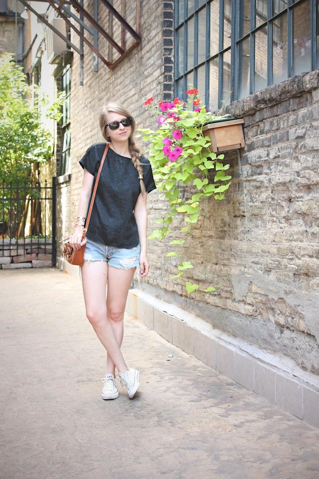 chelsea_lane_zipped_blog_minneapolis_fashion_blogger_vintage_silk_tee_urban_outfitters_renewal_levis_converse_low_top_off_white_francescas_handbag.jpg