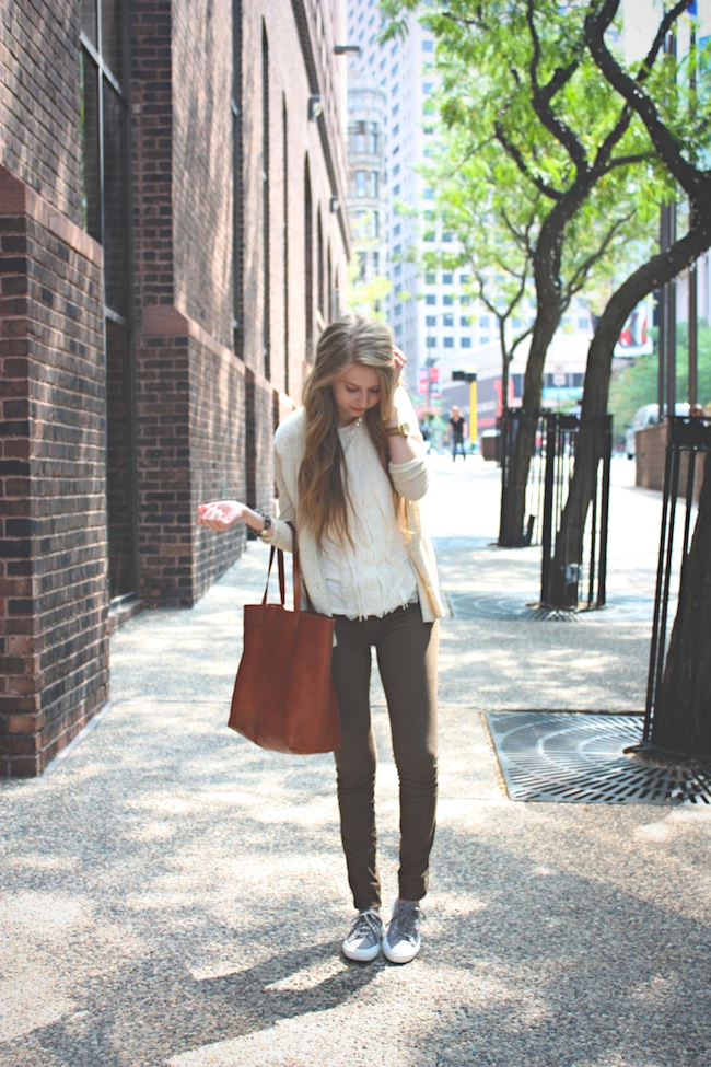 chelsea_lane_zipped_blog_minneapolis_fashion_blogger_ann_taylor_madewell_henry_and_belle_super_skinny_ankle_zipper_spruce_superga_sage_grey_transport_tote4.jpg
