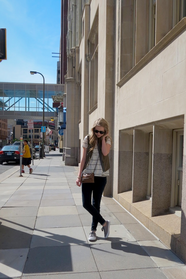 chelsea_lane_zipped_minneapolis_fashion_blog_blogger_urban_outfitters_parc_boutique_superga_gap_denim_leggings_ray_ban_new_wayfarers4.jpg