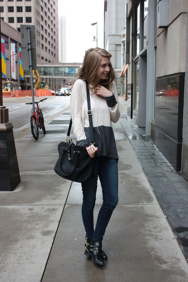 chelsea+lane+truelane+zipped+blog+minneapolis+fashion+style+blogger+lee+and+birch+justfab+quilted+denim+globetrotter+bag+seychelles+scroundel3.jpg