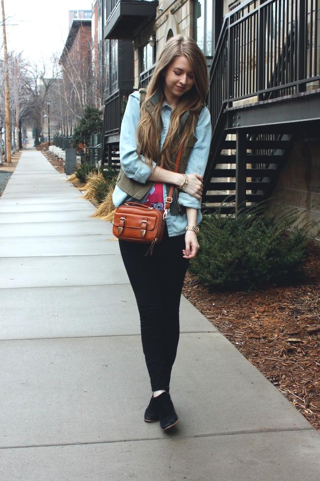 chelsea_lane_zipped_minneapolis_fashion_blog_blogger_parc_boutique_chambray_jcrew_pixie_pants_sam_edelman_petty_black_francescas.jpg