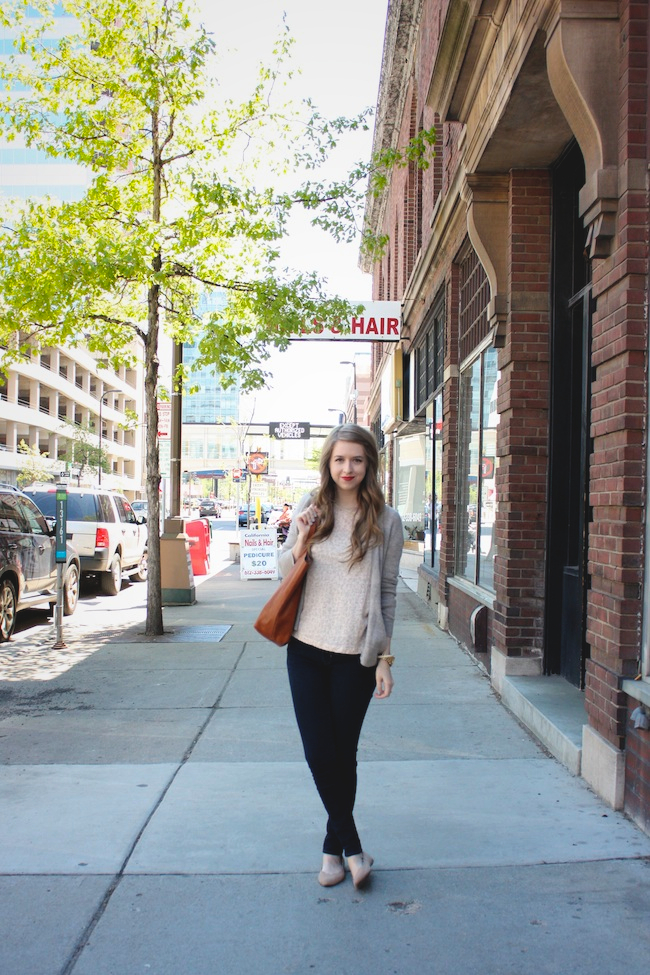 chelsea_lane_minneapolis_fashion_blog_zipped_gap_denim_leggings_H&M_leopard_top_mia_abie_flats_madewell_transport_tote1.jpg