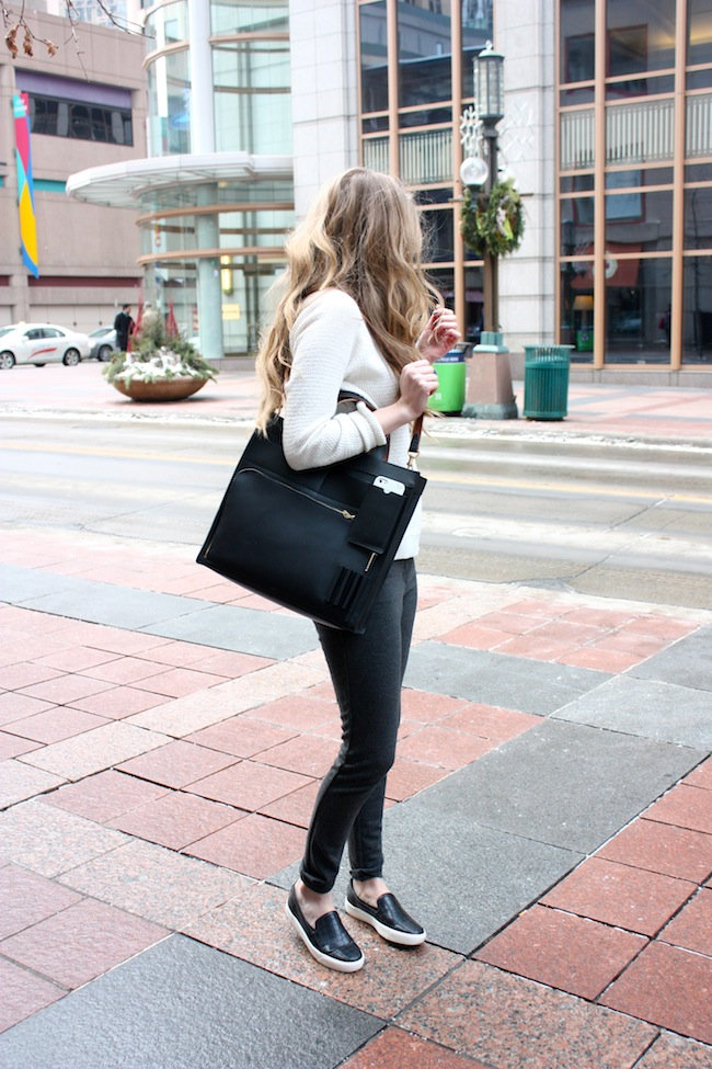 chelsea+lane+truelane+zipped+blog+minneapolis+fashion+style+blogger+madewell+sweater+parc+boutique+pants+sam+edelman+becker+sneakers+kate+spade+saturday+inside+out+pocket+tote1.jpg